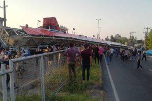 واژگونی پل عابر پیاده و مصدومیت ۲ نفر در آستانه اشرفیه