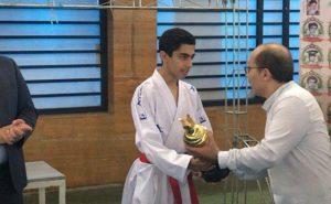 تقدیم نشانِ بینالمللی فنیترین کاراتهکار کشور به خانواده شهید مدافع حرم