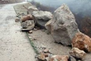 بارش باران موجب ریزش کوه در مسیر فومن – ماسوله شد
