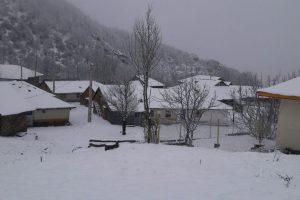 تصویر برفی از روستای سورتله در نوروز۹۸