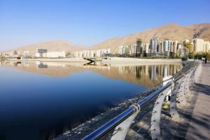 دریاچه چیتگر در منطقه ۲۲ تهران (منطقه خلیج فارس) مهر ماه ۱۳۹۸