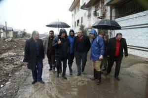 بارش شدید باران و پس زدن فاضلاب اهالی چند محله رشت را گرفتار کرد